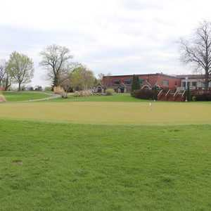 Prairie Trace GC: Clubhouse & Practice area